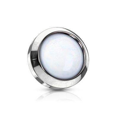 Mikrodermál s kamínkem odrážejícím světlo